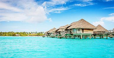 Polynésie - Vue sur les bungalows sur pilotis du Bora Bora Pearl Beach Resort