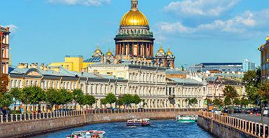 Russie - Vue sur la cathédrale  Saint Isaac au bord de la rivière Moyka, Saint-Pétersbourg