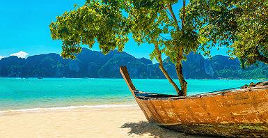 Océan Indien - Bateau de pêche sur une plage