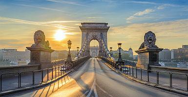 Hondrie - Sur le pont Chain au lever de soleil à Budapest
