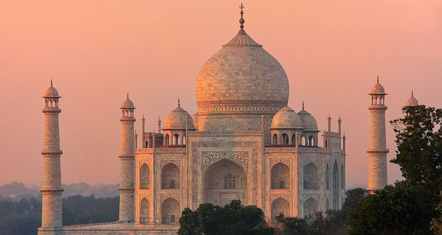 Inde - Vue sur la mausolée du Taj Mahal à Agra