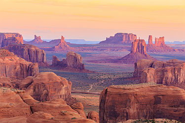 /images/naga/Monument Valley dans l'Arizona - Etats Unis
