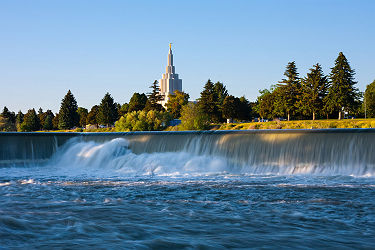 /images/naga/Idaho Falls Temple next to Snake River in Idaho Falls